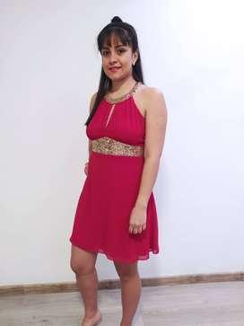 Vestido corto rojo con dorado
