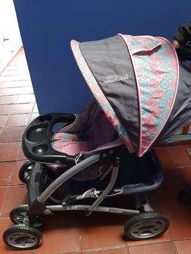 Coche y silla vehículo para niña