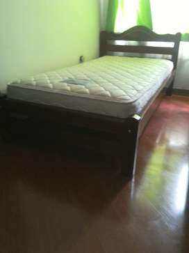 Venta de cama en madera con colchon