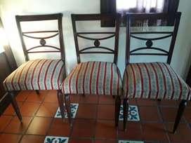 Vendo 3 sillas antiguas de estilo inglés con regatones de bronce en las patas, el precio es por cada silla.