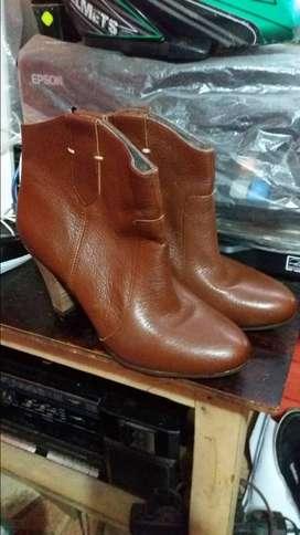 Botines de cuero nuevos talla 8m  37-38