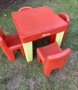 Mesa Infantil Rotoys con 4 sillas