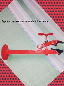 Soporte mantenimiento bicicleta en casa