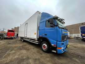 Volvo azul FL10 4 X2