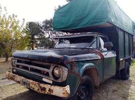Camioneta mudancera Dodge 200
