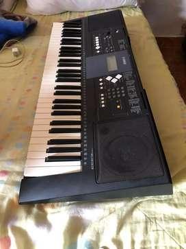 Vendo piano Yamaha psr E333