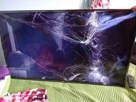 Televisor LG 55 pulgadas para repuesto, pantalla rota