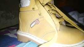 zapatos USADOS talla 24 $40.00 los 2