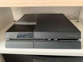 Vendo PS4 con 3 controles y juegos