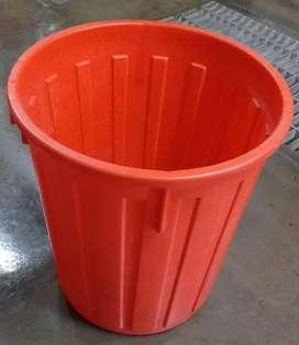Caneca naranja Con tapa blanca multiples Usos ordenar y almacenamiento o las basuras Medidas: Alto: 36 cm, Ancho: 33 cm.