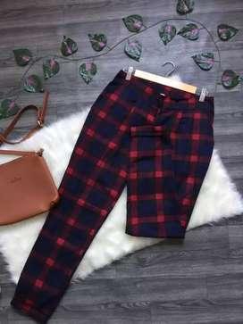 Pantalon marca Loguin talla 10