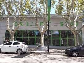Local grande en avenida principal de Villa mercedes