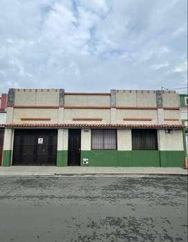 Casa, con un área muy extensa, apta para clínica, apartaestudios, oficinas, bodegas etc.s