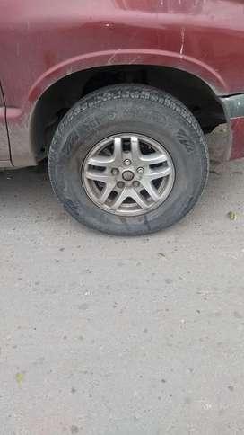 Vendo 3 Llantas Chevrolet Blazer R15