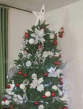 Árbol de Navidad con accesorios de 2.10 Mts