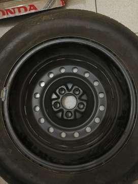 Vendo rueda completa de Chrysler Stratus