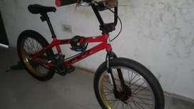 Se vende bicicleta croos