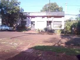 Propiedad con dos casas y un departamento  de más de 50 años