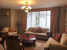 Casa en Venta Acrópolis Samborondón, 3 dormitorios con baño, piscina y parqueo doble, estudio y lavandería