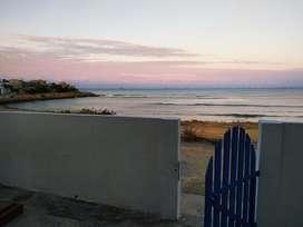 Alquiler de Casa Playera Frente al Mar en Salinas, Santa Elena