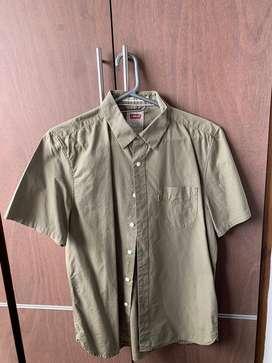 Camisa verde marca Levi's