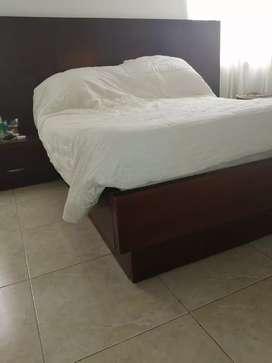 Cama de madera usada