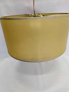 lampara redonda de tela  diámetro: 40cm  alto: 20cm  alto total con cable: 1,20m