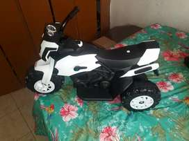 Se vende moto eléctrica de niño