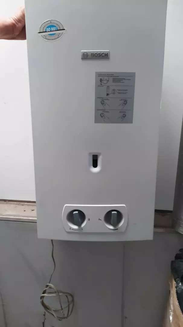 Calentador Bosch,muy poco uso, 10 litros esta completo es de gas