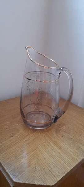 Jarra de vidrio  tallada