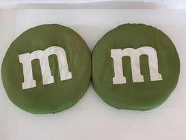 2 Cojines de M&M