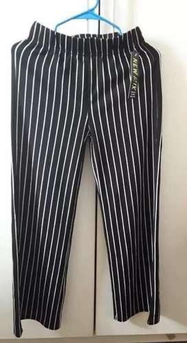Pantalon de Mujer Nuevo, Talla S/M, color blanco y negro