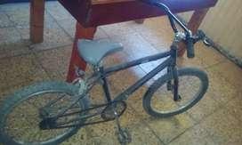 Vendo bici en buen estado.sólo hay que emparcharle las ruedas