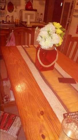 Vendo mesa y seis sillas de pino
