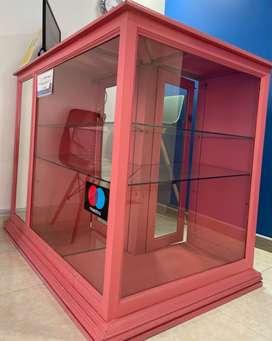 Mueble- vitrina- recepción