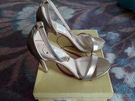 Vendo Zapatos Talla 36 de Taty S.A