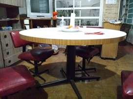 Vendo juego de comedor mesa redonda + 6 sillas giratorias. Muy buen estado!!s