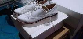 vendo zandalias y sapatos  algunos con un solo uso otros bastante usados vendo todos juntos o por separado