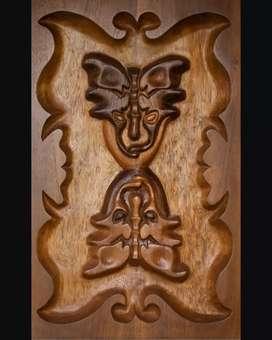 Mural de madera tallado