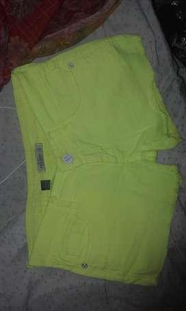 Short amarillo