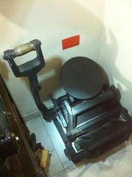 Ofrèzcome comoOperario de màquinas planocilìndricas y pinzas Heidelberg de Artes gràficas. Operario de guillotinas. etc.