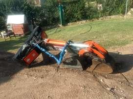 Brazo retro excavador pecarí nuevo (20hs de uso).