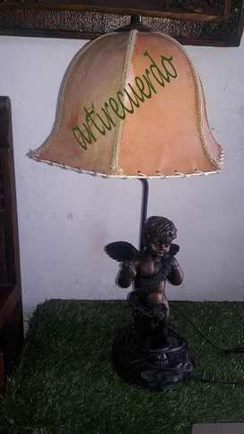 Hermosa lampara de angel estilo antiguo