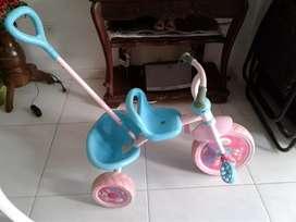 vendo triciclo para  niña