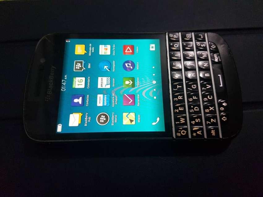 Blackberry Q10 4G Libre Todo Operador 16GB + Cable + detalle 0