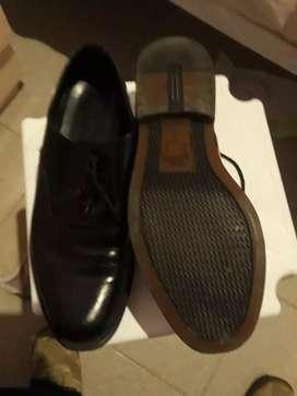 uniforme de gala invierno más zapatos blancos