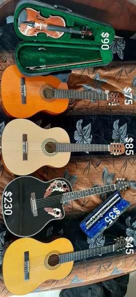 Guitarras, violín y flauta traversa