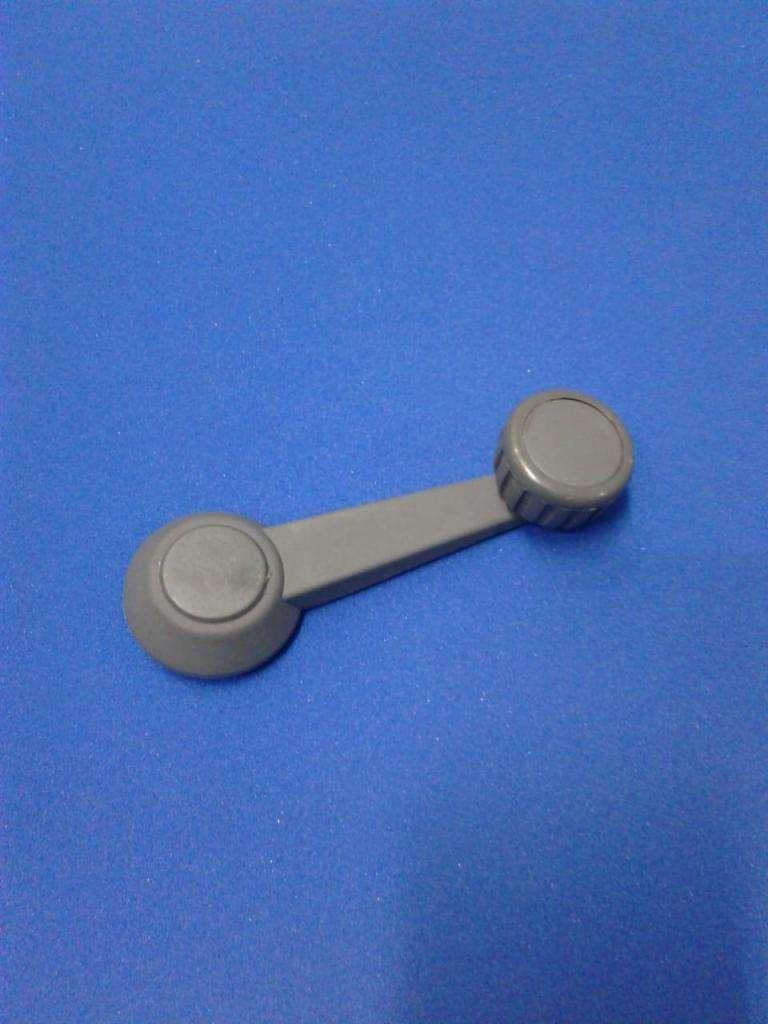 Manija levanta cristal Senda Gacel Dodge 1500 reforzada con eje metálico color negro y gris 0