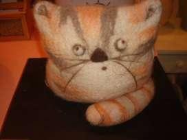 Muñeco felino de peluche
