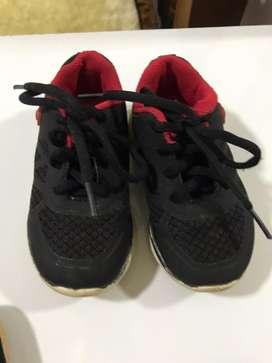 Vendo 6 pares de zapatillas 20-22